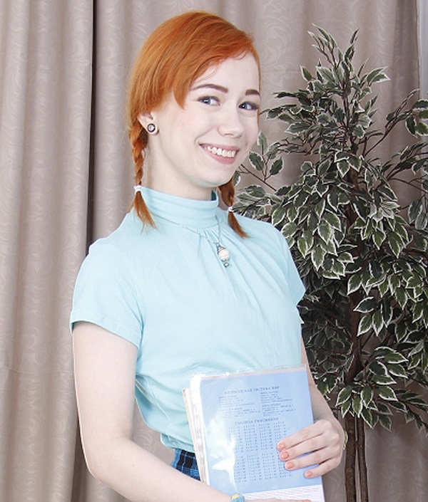 Kira Roller - Red-haired babe teases old teacher with a tail under her skirt (2018/SD)