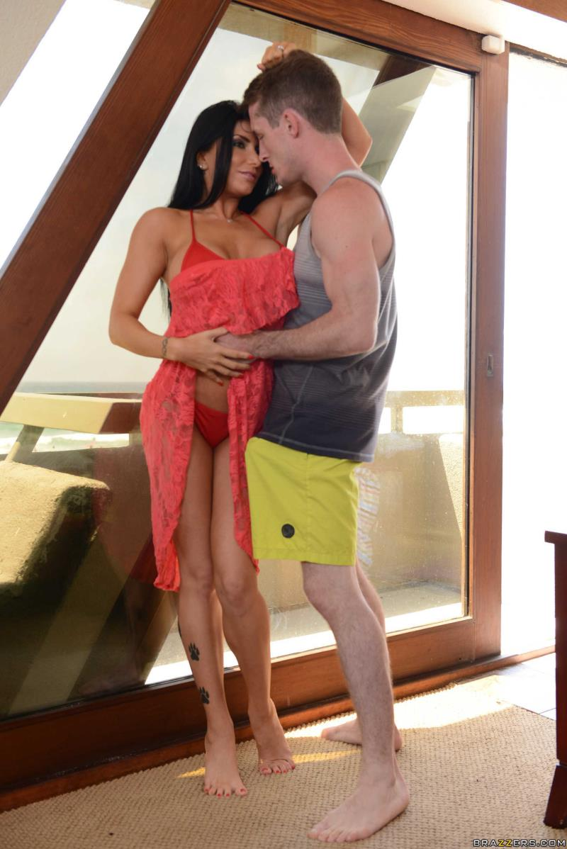 Romi Rain: Lost On Vacation San Diego Part One... (SD / 480p / 2018) [RealWifeStories]
