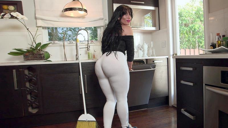 Carmen De Luz - My maid got a big ol ass! (2018/FullHD)