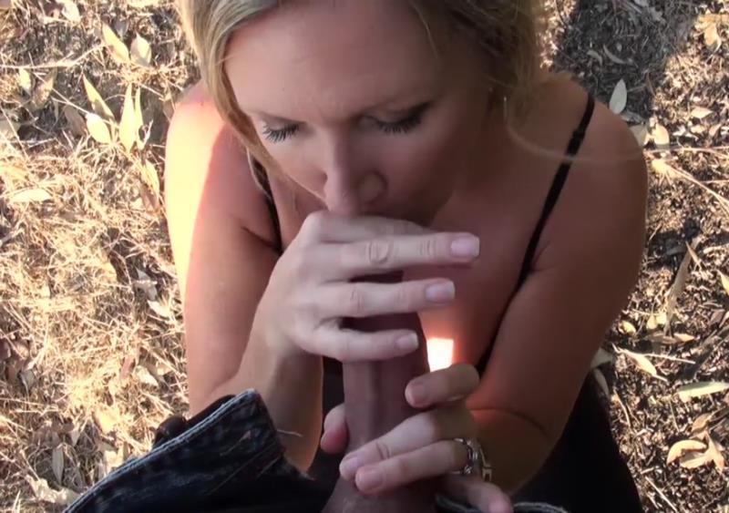 [MomPOV.com] - Kassie - Big tits MILF behind the scenes outside (2018 / HD 720p)