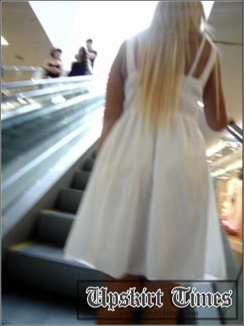 [Image: Upskirt_No_Panties_3062._0.jpg]
