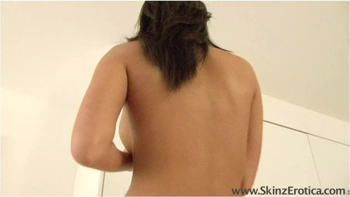 http://ist5-1.filesor.com/pimpandhost.com/9/6/8/3/96838/5/J/U/U/5JUUS/SkinzErotica212_cover_m.jpg