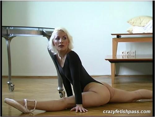 http://ist5-1.filesor.com/pimpandhost.com/9/6/8/3/96838/5/O/2/w/5O2ws/flexifetishgirls008_cover_m.jpg