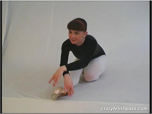 http://ist5-1.filesor.com/pimpandhost.com/9/6/8/3/96838/5/O/6/C/5O6Cd/flexifetishgirls098_cover_m.jpg
