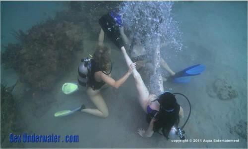 http://ist5-1.filesor.com/pimpandhost.com/9/6/8/3/96838/6/9/P/w/69Pwy/SexUnderwater046_cover_m.jpg