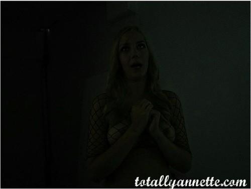 TotallyAnnette070_cover_m.jpg