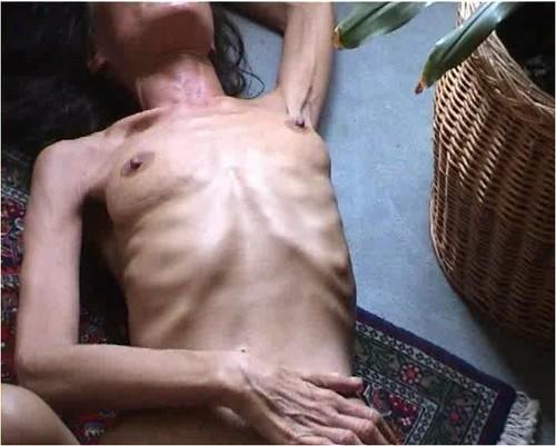 http://ist5-1.filesor.com/pimpandhost.com/9/6/8/3/96838/6/f/W/m/6fWm8/Anorexia-b009_cover_m.jpg