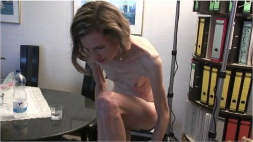 http://ist5-1.filesor.com/pimpandhost.com/9/6/8/3/96838/6/g/1/z/6g1zQ/Anorexia-b121_cover_m.jpg