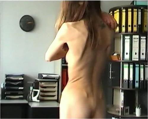 http://ist5-1.filesor.com/pimpandhost.com/9/6/8/3/96838/6/g/2/Q/6g2Qh/Anorexia-b151_cover_m.jpg
