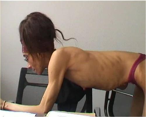 http://ist5-1.filesor.com/pimpandhost.com/9/6/8/3/96838/6/g/4/S/6g4S4/Anorexia-b179_cover_m.jpg