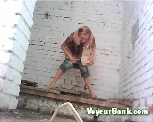 http://ist5-1.filesor.com/pimpandhost.com/9/6/8/3/96838/6/j/c/u/6jcu8/VoyeurBank0386_cover_m.jpg