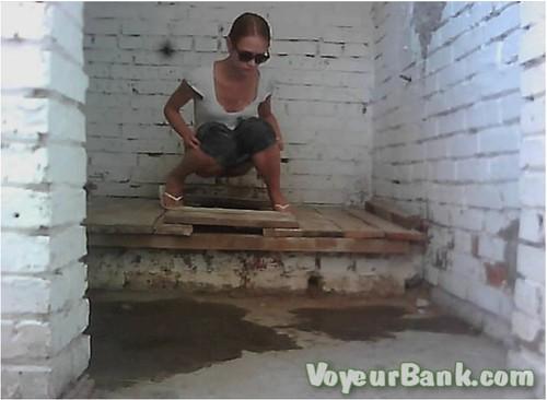 http://ist5-1.filesor.com/pimpandhost.com/9/6/8/3/96838/6/j/f/x/6jfxG/VoyeurBank0528_cover_m.jpg