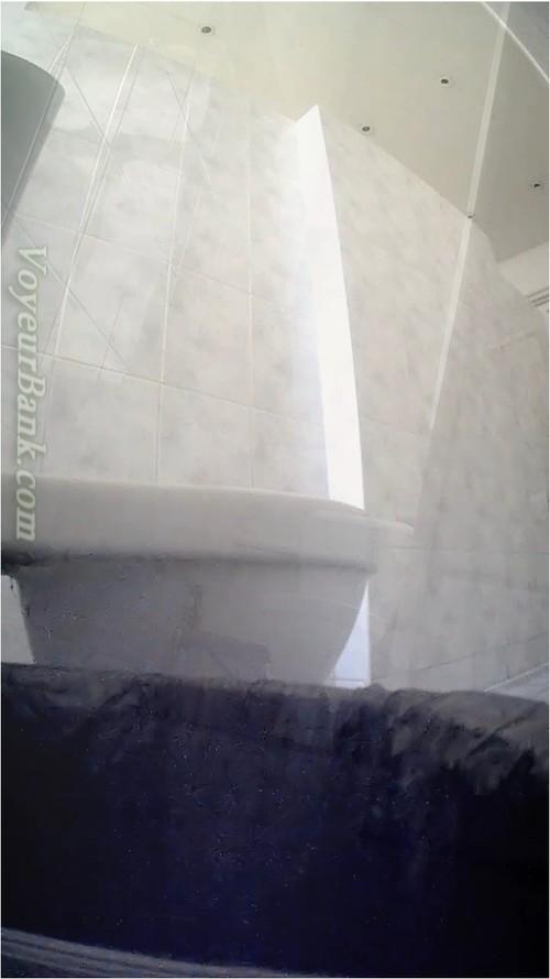 http://ist5-1.filesor.com/pimpandhost.com/9/6/8/3/96838/6/j/n/y/6jnyv/VoyeurBank0802_cover_m.jpg