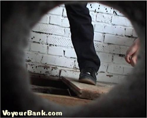 http://ist5-1.filesor.com/pimpandhost.com/9/6/8/3/96838/6/j/p/p/6jppF/VoyeurBank0813_cover_m.jpg