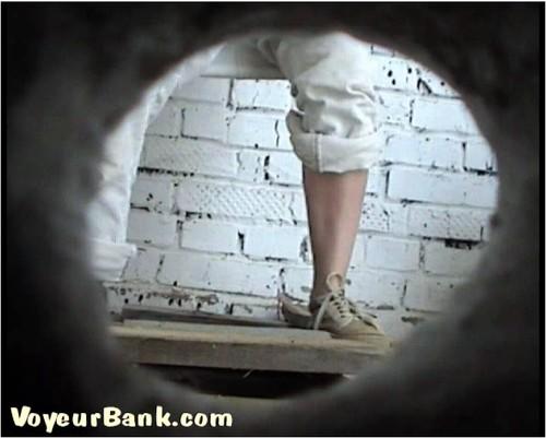 http://ist5-1.filesor.com/pimpandhost.com/9/6/8/3/96838/6/j/s/3/6js35/VoyeurBank0905_cover_m.jpg