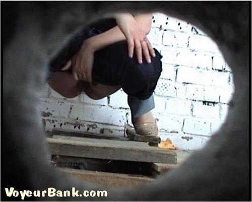 http://ist5-1.filesor.com/pimpandhost.com/9/6/8/3/96838/6/j/s/i/6jsiO/VoyeurBank0914_cover_m.jpg