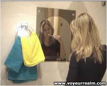 http://ist5-1.filesor.com/pimpandhost.com/9/6/8/3/96838/6/p/T/T/6pTTr/voyeurrealm031_cover.jpg