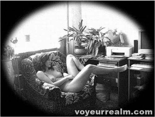 http://ist5-1.filesor.com/pimpandhost.com/9/6/8/3/96838/6/q/1/g/6q1gT/voyeurrealm259_cover_m.jpg