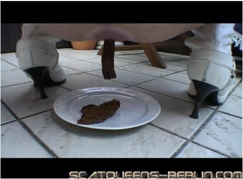 http://ist5-1.filesor.com/pimpandhost.com/9/6/8/3/96838/6/r/4/F/6r4F1/Scatqueens-berlin-v041_cover.jpg