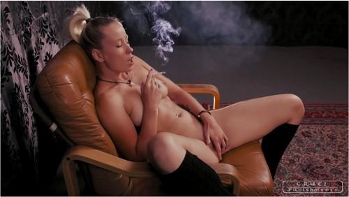 SmokingsexyladiesVZ038_cover_m.jpg