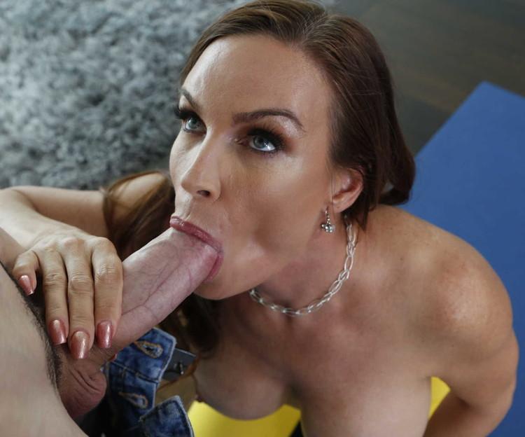 Diamond Foxxx y una verga larga para su boca y vagina