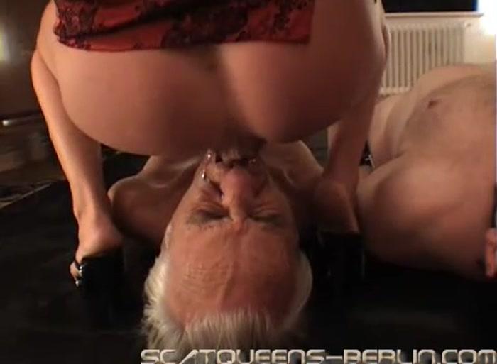 Госпожа испражняется кишечник в рот раба, порно ролики лесби мастурбируют у всех прохожих на виду