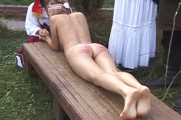 smotret-video-porka-krepostnih-devushek-masturbiruet-anal-na-vebku