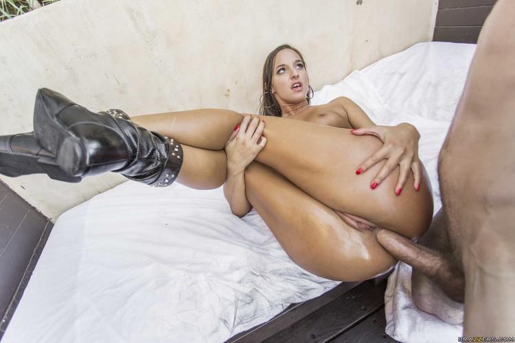 Amirah Adara - her Ass Can Handle Everything