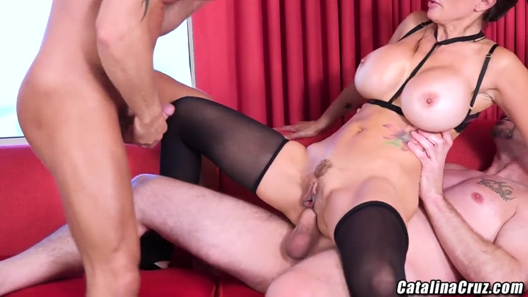 Catalina Cruz Genre:Threesome, Anal, DP Duration:00:40:12. Format: MP4  Size:628 MB
