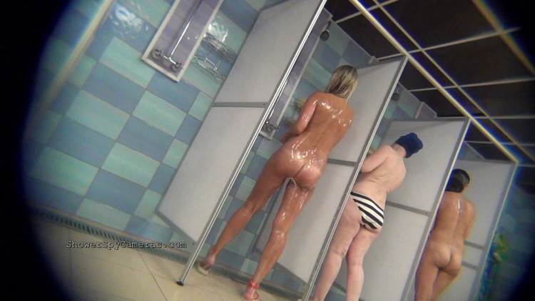 Real Voyeur Swimming Pool Shower Imageing Several Kind Of Women