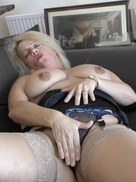 British temptress Ann fooling around