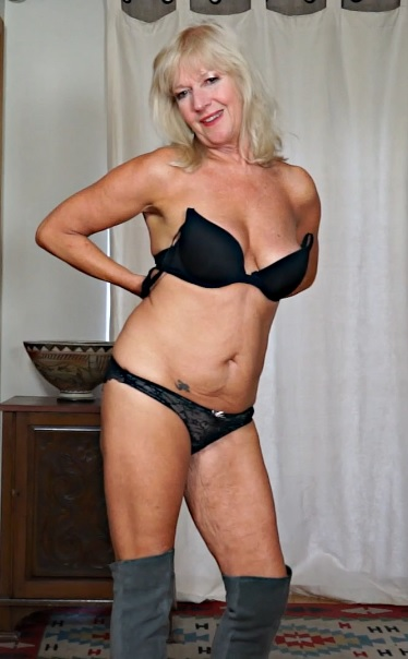 Sapphire Louise 62 years old Mature Pleasure