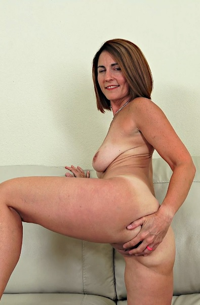 Carissa Dumonde 47 years old Ladies With Toys