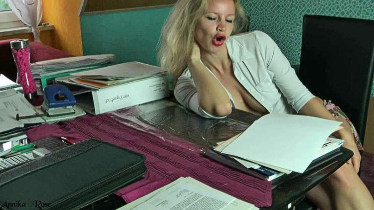 AnnikaRose - Facial crapped on the table