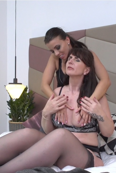 lesbian housewives Toni Lace and Vickie Love fooling around