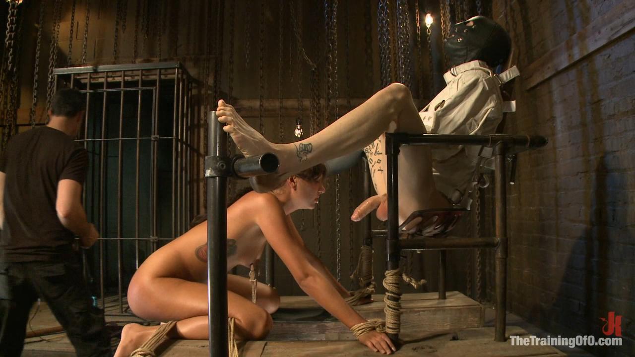 Порнофильмы о воспитании рабынь, девушка развлекается со своим парнем видео