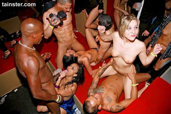 эротических секс клубы видео групповухи она опешила