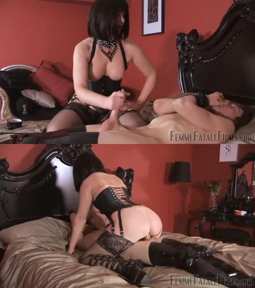 Lesbian Slave Face Riding