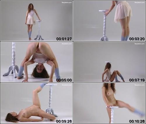 https://ist5-1.filesor.com/pimpandhost.com/6/3/6/1/63615/6/Q/8/C/6Q8Ce/FlexyTeens_Naked-Gymnast_134._1_m.jpg