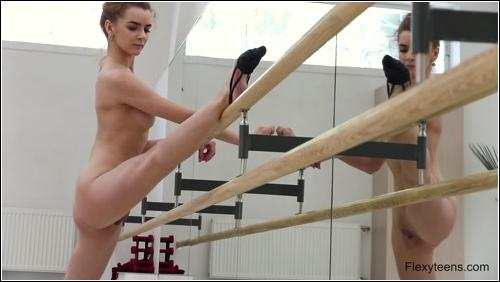 https://ist5-1.filesor.com/pimpandhost.com/6/3/6/1/63615/6/Q/8/C/6Q8Cj/FlexyTeens_Naked-Gymnast_137._0.jpg