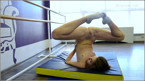 https://ist5-1.filesor.com/pimpandhost.com/6/3/6/1/63615/6/Q/8/d/6Q8dl/FlexyTeens_Naked-Gymnast_106._0.jpg