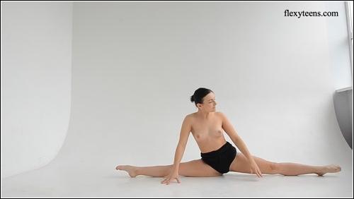 https://ist5-1.filesor.com/pimpandhost.com/6/3/6/1/63615/6/Q/8/f/6Q8fZ/FlexyTeens_Naked-Gymnast_112._0.jpg