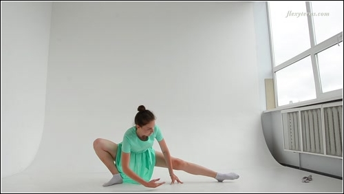 https://ist5-1.filesor.com/pimpandhost.com/6/3/6/1/63615/6/Q/8/z/6Q8zS/FlexyTeens_Naked-Gymnast_129._0.jpg