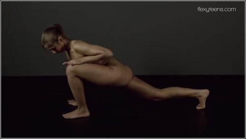 https://ist5-1.filesor.com/pimpandhost.com/6/3/6/1/63615/6/Q/H/m/6QHmG/FlexyTeens_Naked-Gymnast_445._0.jpg