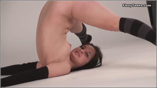 https://ist5-1.filesor.com/pimpandhost.com/6/3/6/1/63615/6/Q/h/1/6Qh1K/FlexyTeens_Naked-Gymnast_146._0.jpg