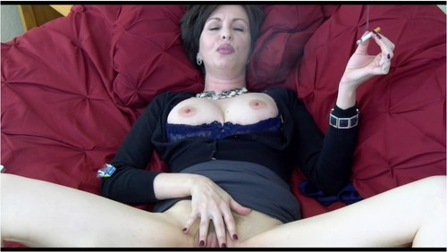 girl-smoking-during-sex-video-bianca-spreads-her-pussy
