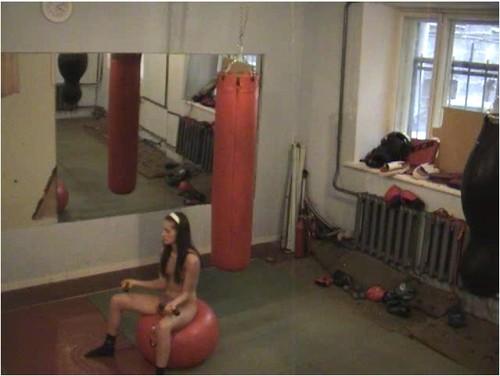 съемки скрытой камерой в фитнес клубе мастурбации, брюнетка